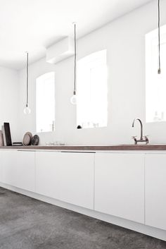 Love the simplicity and clean lines of this kitchen