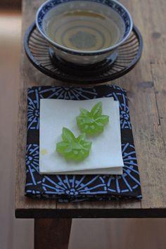 Lilyのお茶時間-青もみじ Japanese Cake, Japanese Sweets, Japanese Food, Roll Cakes, Japanese Home Decor, Tea Culture, Cheese Plates, Iranian Food, Molecular Gastronomy