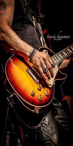 Saul Hudson, Gary Clark Jr, Guitar Rack, Duff Mckagan, Guns And Roses, Gibson Guitars, Axl Rose, Gibson Les Paul, Types Of Music