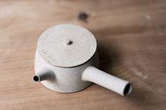 Yoko Ozawa kirikabu teapot - white| Mr Kitly