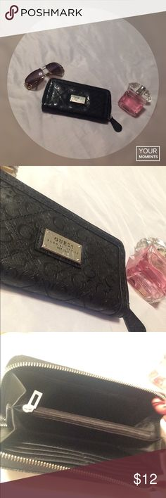 Guess wallet 🌹price firm 🌹 Nice guess wallet nothing wrong with it just doesn't match my new purse 🌹 price firm unless bundled Guess Bags Wallets