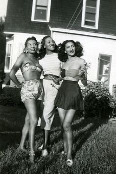 Look at these gorgeous babes, circa 1940 and not allowing Jim Crow law to impact them!