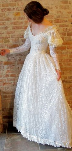 Renaissance Wedding Dress - Lace Wedding Gown - 1970s 1980s - Train - Small XS - Long Sleeve - Satin Puff Sleeve - Off Shoulder Victorian