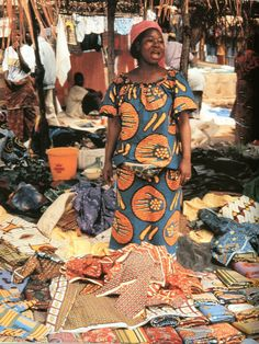 Minata Diabate, merchant, Ivory Coast, 1992. John Picton,The Art of African Textiles: Technology, Traditions, and Lurex, 1995
