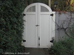 Google Image Result for http://www.kirsch-korff.com/Assets/images/gate4_entry_cottage_wooden_pasadena.jpg