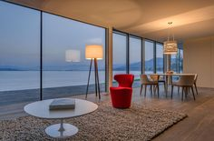 Frameless sliding doors from Sky-Frame are the key to an unbounded spatial experience with spectacular vistas. Sliding Doors, Beach House, Living Room, Modern Living, Switzerland, Furniture, Home Decor, Architecture, Beach Homes