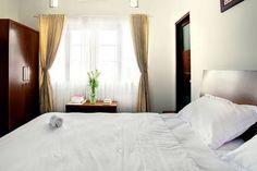 Lihat berbagai tempat luar biasa ini di Airbnb: Omah Garuda 15 minutes to airport - Bed & Breakfast untuk Disewakan di Sleman Regency
