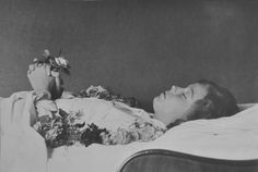 Sigrid-Polacek-26.-April-1915,-MÅnchen_24.-September-1933,-Bludenz.jpg (896×600)
