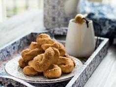 I torcetti miele e mascarpone sono dei golosi biscotti, buonissimi soli o da inzuppare nel latte caldo. Leggi come farli in casa!