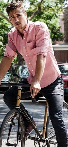 How to Wear a Pink Shirt For Men looks & outfits) Sharp Dressed Man, Well Dressed Men, Casual Wear, Men Casual, Smart Casual, Casual Shirt, Mode Man, Moda Blog, Herren Outfit