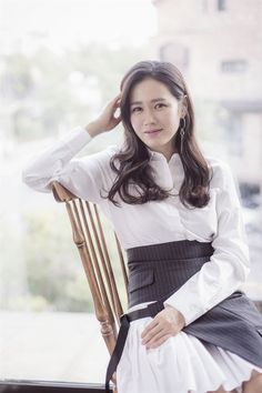 Son Ye-jin (손예진) - Picture @ HanCinema :: The Korean Movie and Drama Database Korean Actresses, Asian Actors, Korean Celebrities, Celebs, Asian Woman, Asian Girl, Classy Business Outfits, Jin Photo, Lee Bo Young