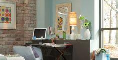 Wohnzimmer Natursteinwand hell blaue Wandfarbe