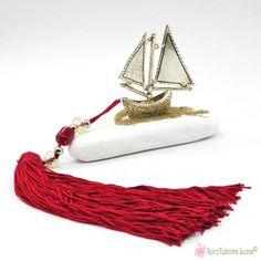 Ασημί μεταλλικό καράβι σε λευκή μαρμαρόπετρα με μπορντό φούντα - γούρι Tassel Necklace, Tassels, Jewelry, Jewlery, Jewerly, Schmuck, Jewels, Tassel, Jewelery
