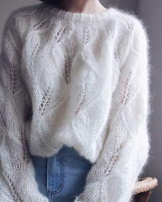Fluffy Sweater, White Knit Sweater, Angora Sweater, Sweater Knitting Patterns, Knit Patterns, Crochet Shirt, Knit Crochet, Sweater Design, Lana
