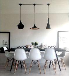 ALMA RETRO  El color cobre es uno de los nuevos imprescindibles en las decoraciones más modernas, por ejemplo, en forma de lámparas de techo que combinan a la perfección sobre mesas de comedor en madera natural. Lámparas de comedor | Ventas en Westwing
