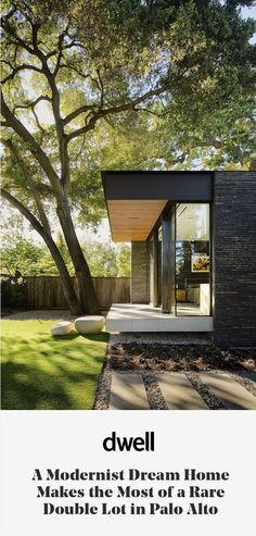 A Modernist Dream Home Makes the Most of a Rare Double Lot in Palo Alto Een modernistisch droomhuis haalt het meeste uit een zeldzame dubbele partij in Palo Alto Architecture Résidentielle, Contemporary Architecture, Minimalist Architecture, Contemporary Interior, Ultra Modern Homes, Modern House Design, Exterior Design, Pergola, Backyard