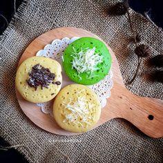 Resep kue pukis enak Instagram/@numpangsaveresep.id @berbururesep Cake Recipes, Dessert Recipes, Desserts, Resep Cake, Traditional Cakes, Dessert Drinks, Food Cravings, Cake Cookies, Food Hacks