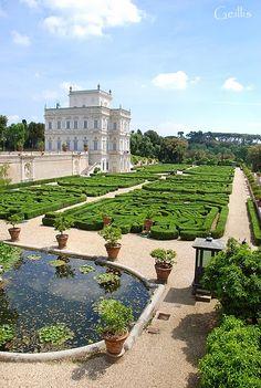 La foresta incantata: Italian Garden in ancient Villa Pamphilj (Casino dell'Algardi, XVII secolo), Roma