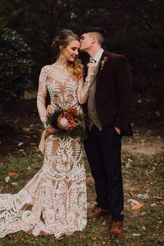 Vintage Wedding This couple chose classic autumnal colors and a variety of natural textures to evoke an earthy elegance that looked perfectly intentional yet totally effortless in this Nashville wedding Bohemian Style Wedding Dresses, Best Wedding Dresses, Trendy Wedding, Boho Wedding, Perfect Wedding, Fall Wedding, Wedding Tips, Wedding Themes, Dress Wedding