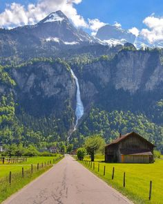 ***Road to the mountain (Switzerland) by Senai Senna (@sennarelax) on Instagram