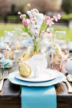 The most beautiful Easter tablescape! Inspiration for setting the perfect table!