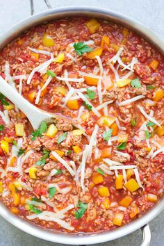 This Unstuffed Bell Pepper Skillet is a healthy one pot dinner made with ground turkey and brown rice. This recipe is my kids' favorite! SUB Ground turkey with vegan mince Quick Easy Meals, Healthy Dinner Recipes, Healthy Dinners, Beef Recipes, Cooking Recipes, Pepper Recipes, Cooking Ideas, Pasta Recipes, Pizza