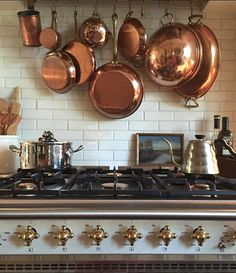 We love how copper pots act as pops of color in her kitchen! Such a creative way to hang such unique pots and pans. Tap the link in our bio to see how copper can work as accent pieces around your entire home! Kitchen Pantry, New Kitchen, Kitchen Dining, Kitchen Decor, Decorating Kitchen, Interior Decorating, Copper Pots, Copper Kitchen, French Kitchen