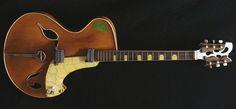 "Wandre 1957 Rock'n'Roll: one of the masterpieces of Italian luthier Antonio Pioli ""Wandrè"""