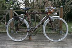 Petit Breton Porteur - credit goes to Cycletsar on Flickr. Go see his library of Porteur,  it's mind bending!