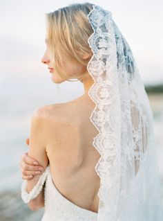 Romantic lace veil: http://www.stylemepretty.com/little-black-book-blog/2015/12/21/organic-lake-garda-bridal-session/ | Photography: The Cab Look - http://www.thecablookfotolab.com/