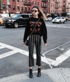 Grunge Clothing: 30 Cool and Edgy Grunge Outfits – Women Fashion Hipster Outfits, Edgy Outfits, Mode Outfits, Fashion Outfits, Converse Fashion, Korean Outfits, Grunge Winter Outfits, Girl Outfits, Converse Style