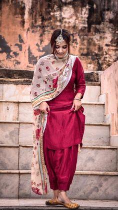 Party Wear Indian Dresses, Pakistani Dresses Casual, Dress Indian Style, Indian Fashion Dresses, Pakistani Dress Design, Indian Outfits, Stylish Dresses For Girls, Stylish Dress Designs, Designs For Dresses