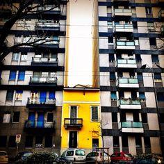 Casa Gialla di via Gransasso 8, Milano [Foto di Paul Pablo via Milano da Vedere]