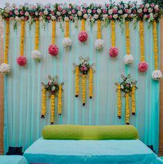 Wedding Backdrop Design, Desi Wedding Decor, Wedding Stage Decorations, Backdrop Decorations, Flower Decorations, Engagement Stage Decoration, Mehendi Decor Ideas, Mehndi Decor, Marriage Decoration