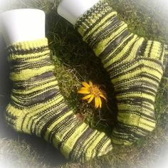 Knit black and grey and purl all the yellow.