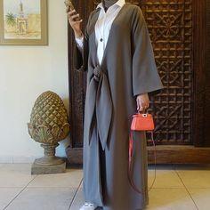 Beautiful in Black — IG: Abati_Boutique Iranian Women Fashion, Islamic Fashion, Muslim Fashion, Modest Fashion, African Fashion, Fashion Outfits, Mode Turban, Modern Abaya, Mode Kimono