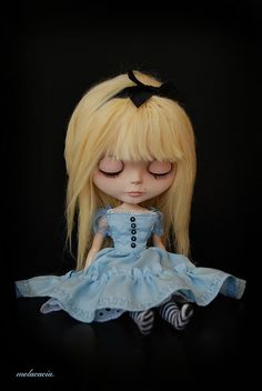 I need to make an Alice costume for Dorset. (blythe)