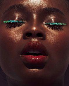 Makeup color eyeliner red lips Care Skin Condition and Treatment Oil Makeup Makeup Trends, Makeup Inspo, Makeup Art, Makeup Tips, Eye Makeup, Hair Makeup, Body Makeup, Makeup Style, Makeup Ideas