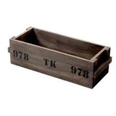 Ruskea puulaatikko. 30e. Näyttää ehkä tyhmän yksinkertaiselta jonku silmään, mutta mulla olis tälle NIIN paikka katottuna     <3