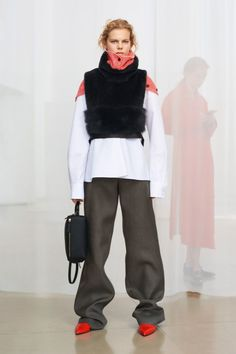 See the complete Jil Sander Pre-Fall 2018 collection.