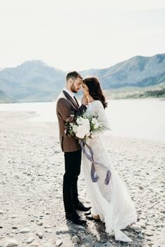 This remote Barrier Lake elopement styled shoot celebrates the natural beauty of the Canadian Rocky Mountains, full of free-spirited and laid-back vibes
