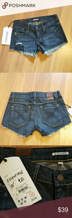 """NEW Distressed Stop N Stare Denim Shorts 25 0 New with tags from Sinclair Manufacturing Group / MFGRP Distressed and destroyed with a raw hem and a patch, """"stop n stare"""" shorts Size 25 or 0 7"""" rise 2.5"""" inseam Sinclair MFGRP Shorts Jean Shorts"""