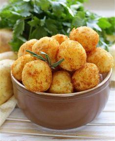 Crikey Mac & Cheese Bites – Old Croc Cheese Cheesy Potato Balls Recipe, Cheesy Potatoes, Baked Mac And Cheese Recipe, Mac And Cheese Bites, Mac Cheese, Greek Recipes, Vegan Recipes, Cooking Recipes, Great Appetizers