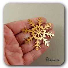 FLOCON DE NEIGE PVC 5.5 CM BRONZE-DORE - Boutique www.magicreation.fr Pvc, Boutique, Bronze, Earrings, Flakes, Snow, Ear Rings, Stud Earrings, Ear Jewelry