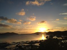 Entspannen bei tollen Sonnenuntergängen. Bungalows, Fiji, Travel Pictures, Celestial, Sunset, Lifestyle, Outdoor, Small Bungalow, Small Island