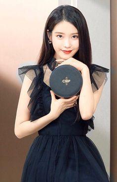 Pretty Korean Girls, Beautiful Asian Girls, Iu Fashion, Korean Fashion, Kpop Girl Groups, Kpop Girls, Korean Short Hair, Female Pose Reference, Just Girl Things