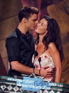 Pin for Later: Revivez en images les meilleurs baisers de cinéma récompensés aux MTV Movie Awards ! Gwyneth Paltrow et Joseph Fiennes, 1999