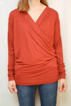 Schnittmuster rotes Wickelshirt | livera