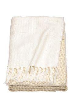 Třpytivý pléd  Pléd z měkké tkaniny s příměsí třpytivých vláken. Na  kratších stranách je 0b1f914019