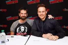 Another New York Comic Con has come and gone and even though there was no official STARZ booth this year, there was plenty of Outlandish fun to be had. Sam Heughan Caitriona Balfe, Sam Heughan Outlander, Outlander Casting, Outlander Tv, Sam Heughan Actor, Duncan Lacroix, The Fiery Cross, Biker Boys, Epic Story
